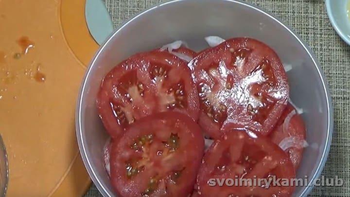 выкладываем овощи слоями, пока они не закончатся.