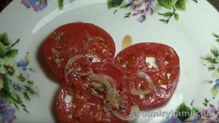 Вот такая пикантная закуска из помидор у нас получилась.