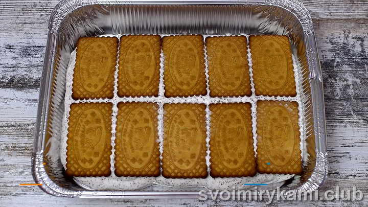 накрываем мороженное печеньем