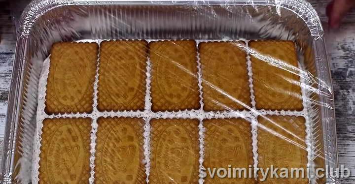 отправляем печенье с мороженным в морозильник
