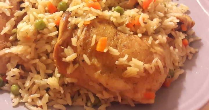 Вкусный и простой рис с курицей🥘