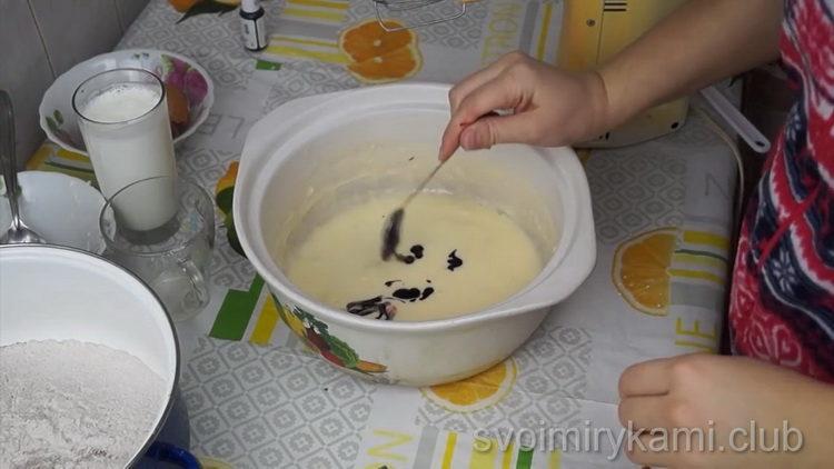 Для приготовления торта добавьте краситель