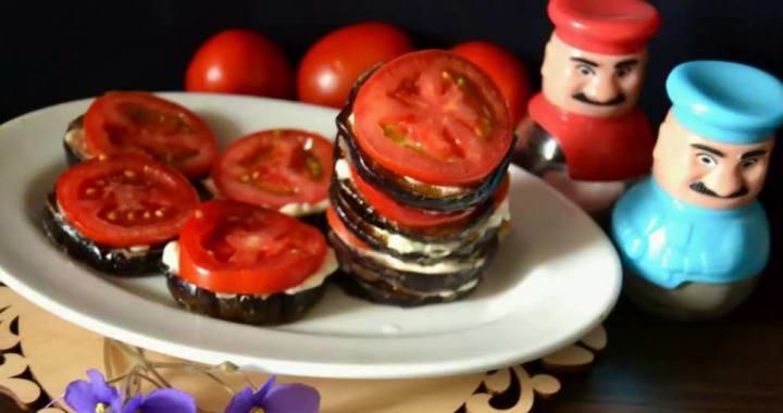 Жареные баклажаны с чесноком и помидорами — простой рецепт🍆