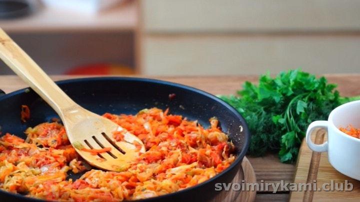 Теперь вы знаете, как тушить капусту на сковороде.