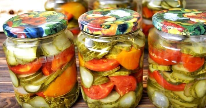 Простой и вкусный салат 🥝 из помидор и огурцов на зиму