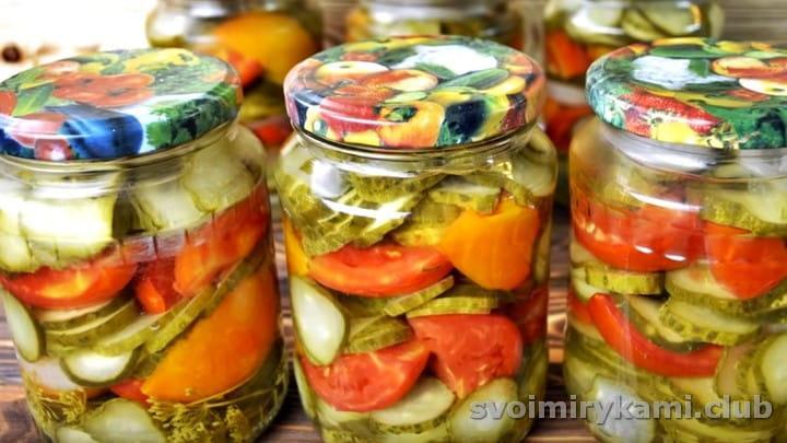 Вот такой замечательный салат из помидор и огурцов можно заготовить на зиму по этому рецепту.