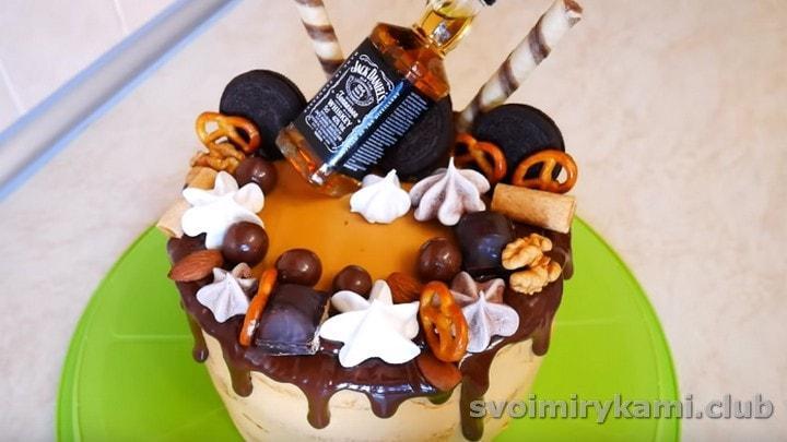 У нас получился роскошный торт мужу на день рождения.