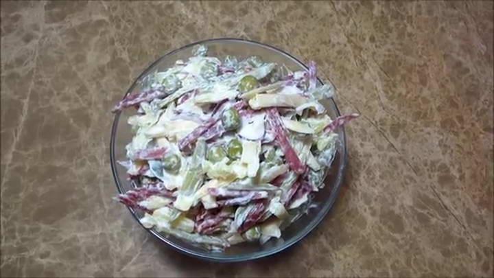 Вкусный салат с копченой 🥝 колбасой