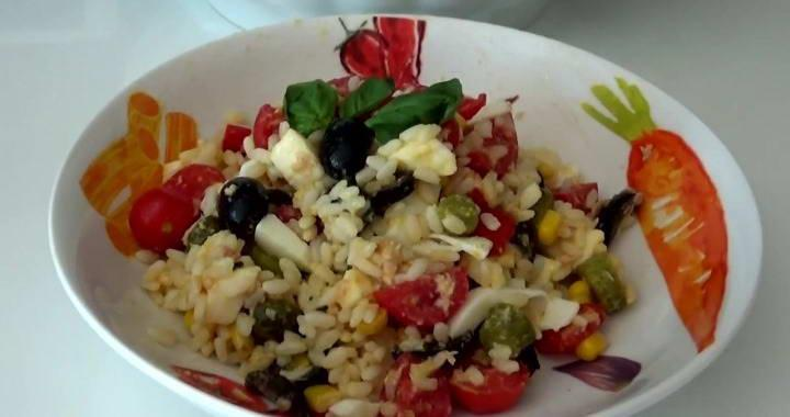 Летний салат с рисом 🥝 и овощами