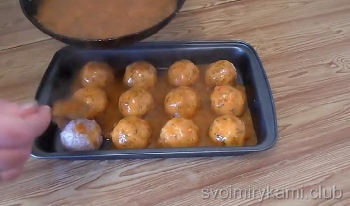 Тефтели с рисом в томатном соусе по простому пошаговому рецепту с фото