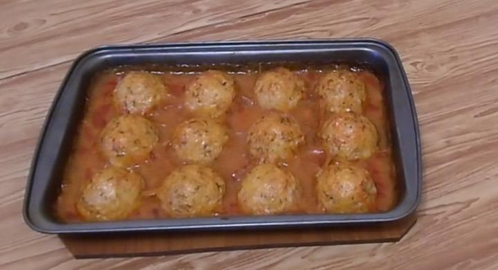 Вкусные тефтели с рисом 🥝 в томатном соусе