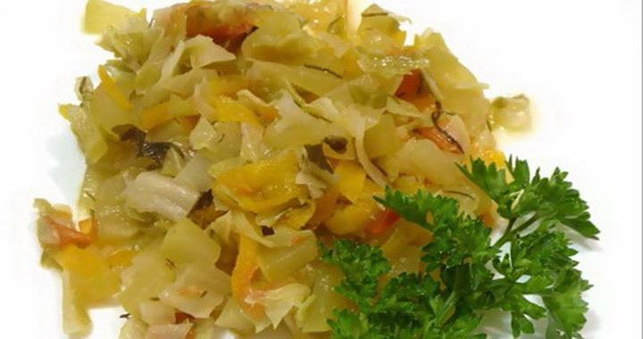 Рагу из тушеной 🥝 капуста с кабачками