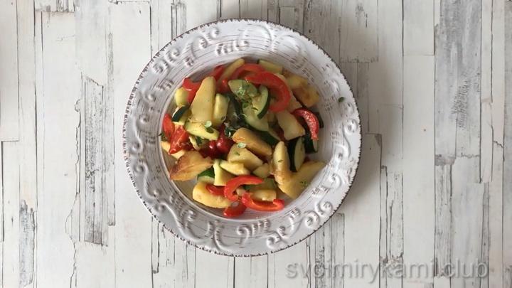 Простые и вкусные тушеные кабачки с картошкой