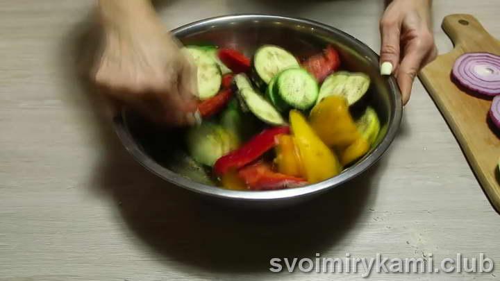 оставляем овощи мариноваться