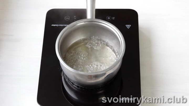 кипятим сахарный сироп