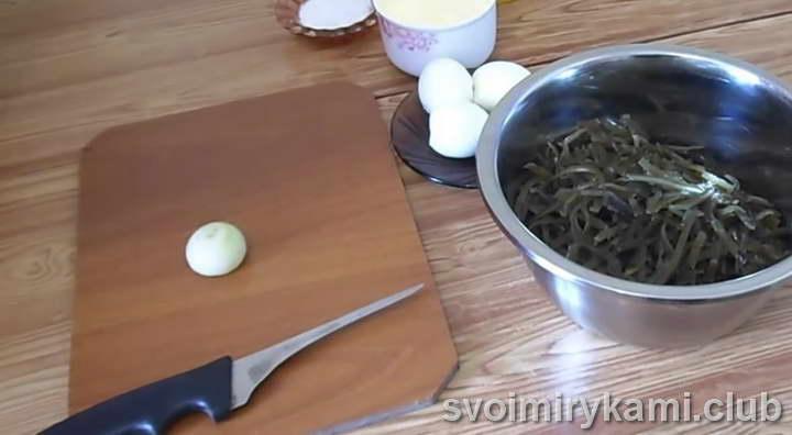 перекладываем капусту в миску