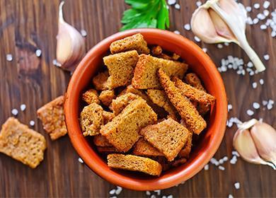 Сухари в духовке, температура 🥝 как приготовить дома на сковороде чесночные, ржаные из хлеба, вкусные сухарики